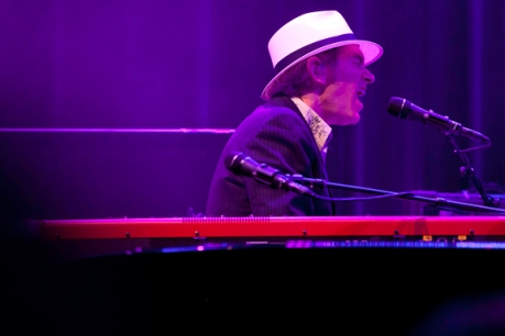 Benmont Tench can play one hell of a keyboard.